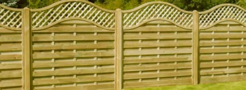 Smrkové dřevo na plotu