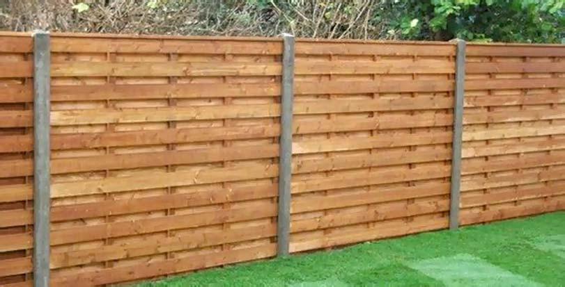 Vodorovný dvojvrstvý plot ze dřeva