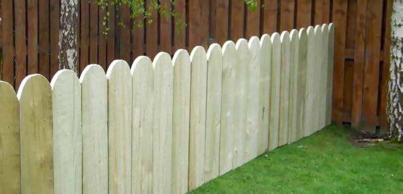 Nízký dřevěný plot