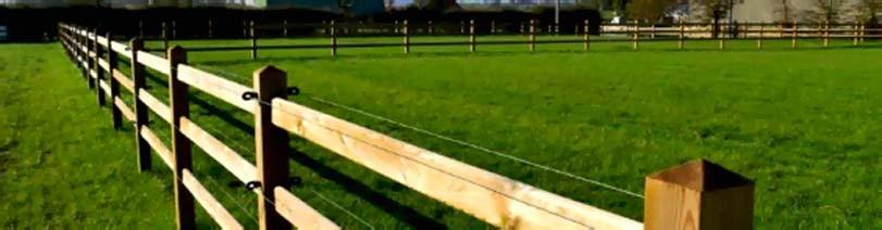 Dřevěný plot vhodný pro velký pozemek, dobytek