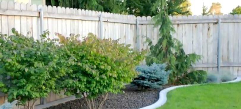 Detail vysokého plotu rohového