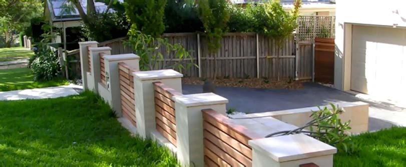 Nízký vodorovný dřevěný plot