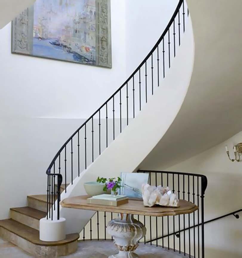 Kulaté bílé schody
