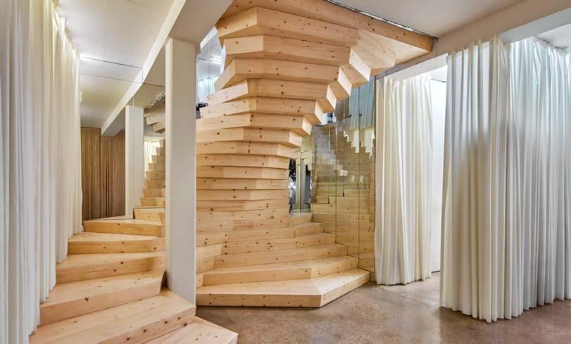 Dřevné schodiště