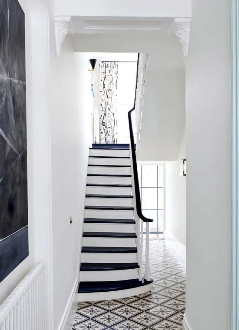 Bílý styl schodů