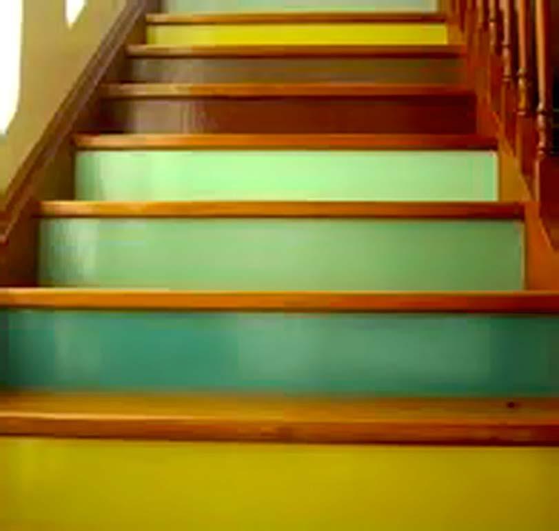 Různobarevné schody