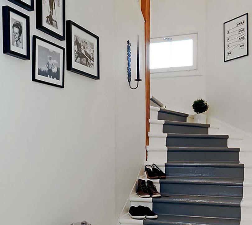 Bílé a šedé schodiště, retro
