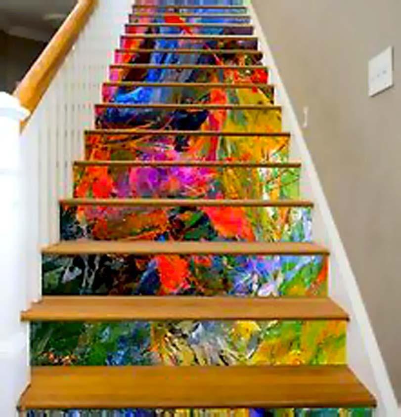 Pestré barvy na schodech