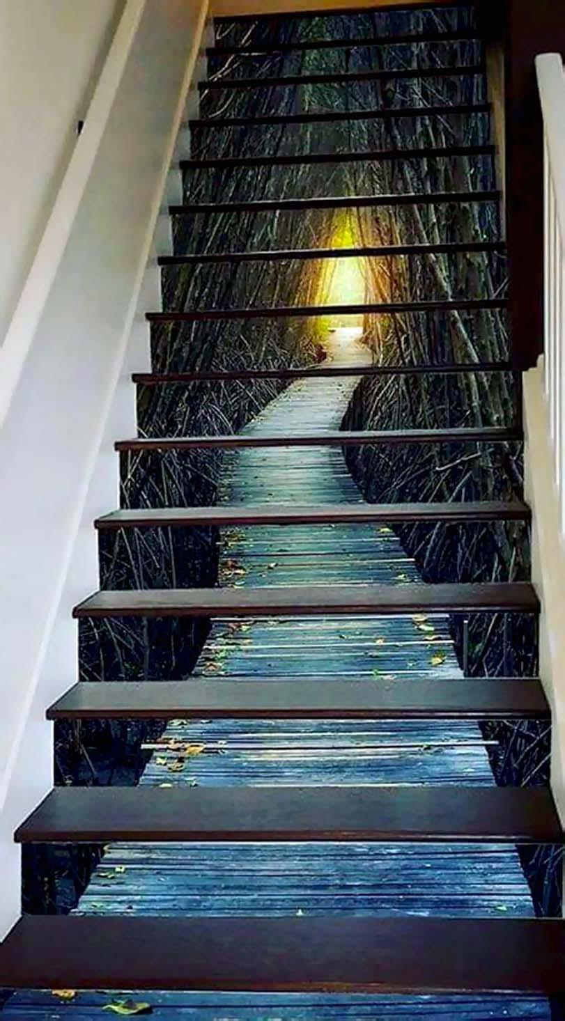 Cesta na schodech, modré barvy