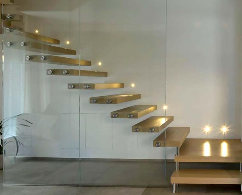 Skleněná držba schodů, dřevěné prahy