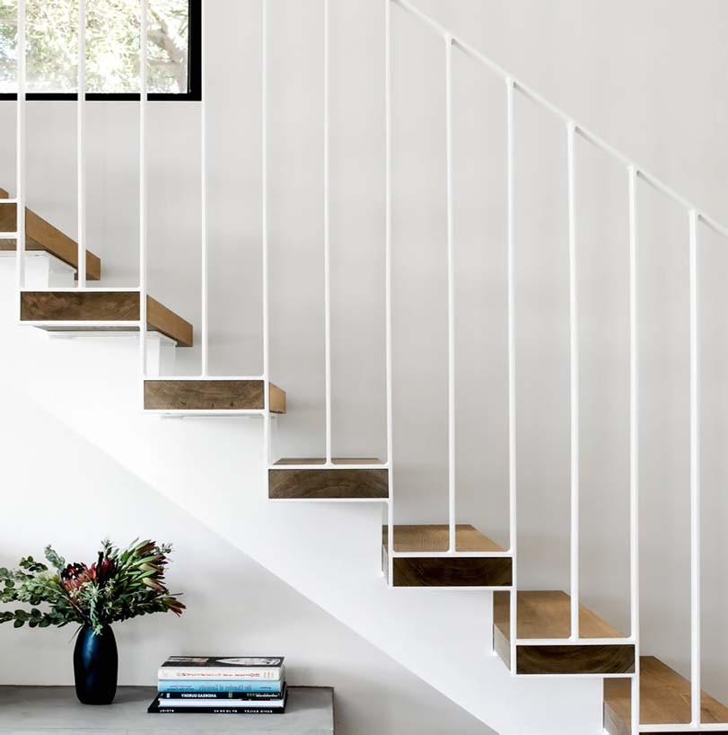 Unikátní trámy ze dřeva, schody